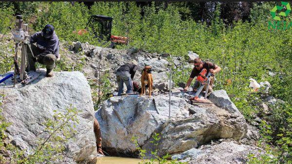 khai thác ngọc bích tại canada
