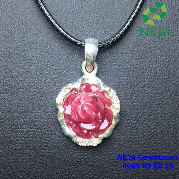 Mặt dây chuyền hoa mẫu đơn đá ruby bọc bạc