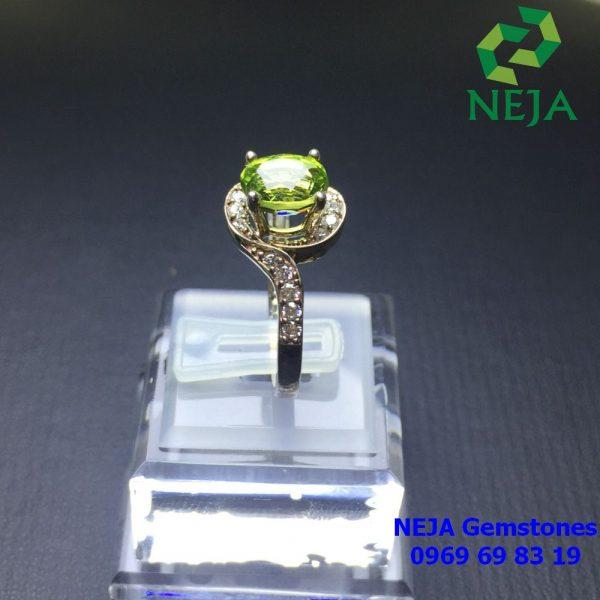 Nhẫn bạc đính đá Peridot thiên nhiên