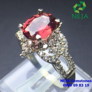 Nhẫn bạc đá Garnet kiểu dáng sang trọng